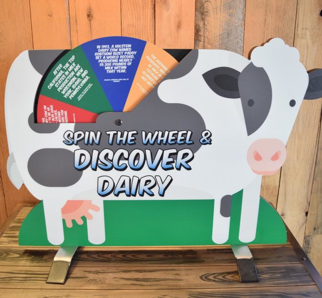 Tabletop Dairy Cow Standup